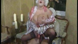 Schwacher Kunde wird in einem Massageraum reife nackte frauen ab 50 mit einem Meister lieben.